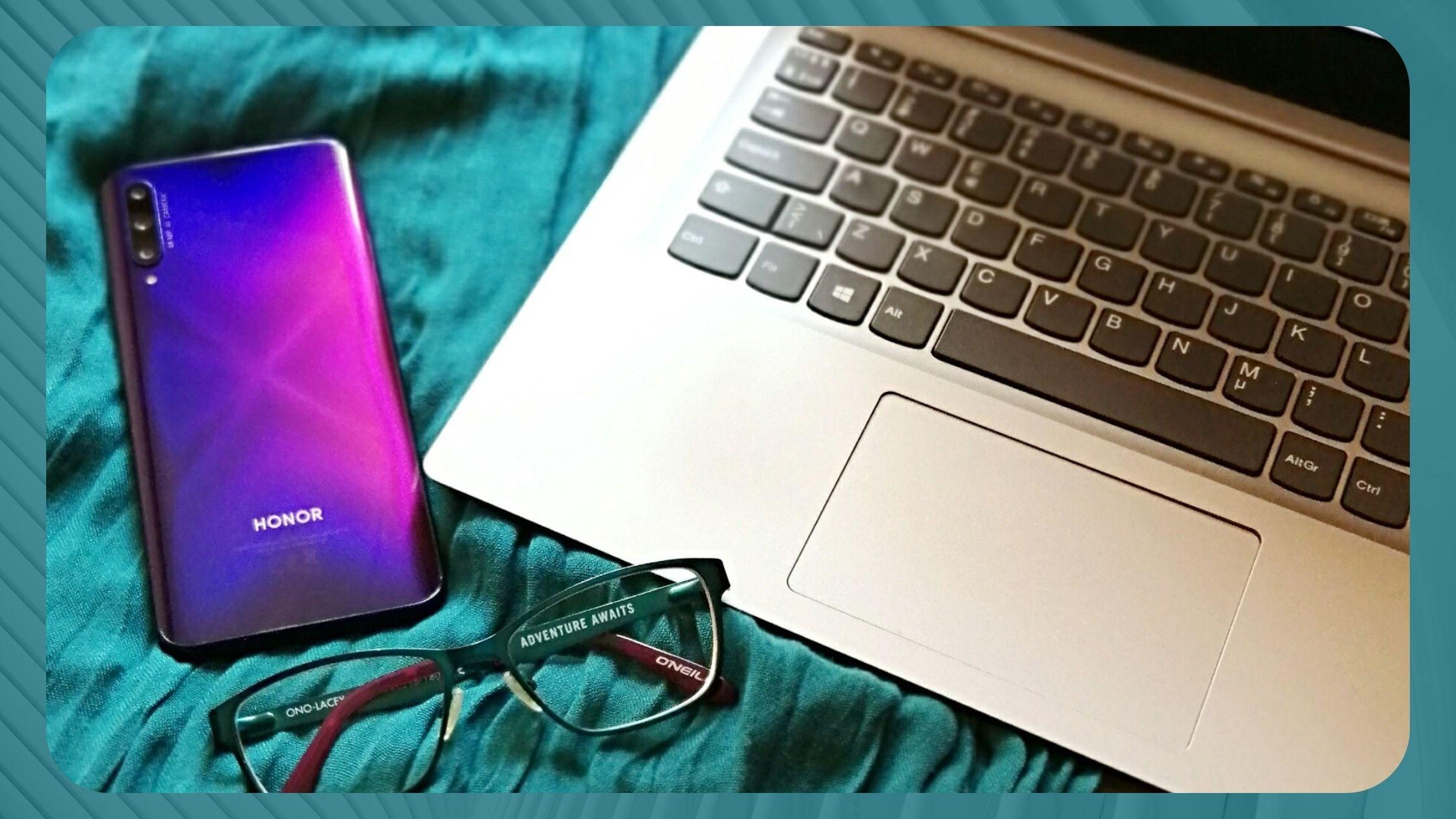 Digimarkkinointia hoidetaan tietokoneilla ja muilla älylaitteilla.
